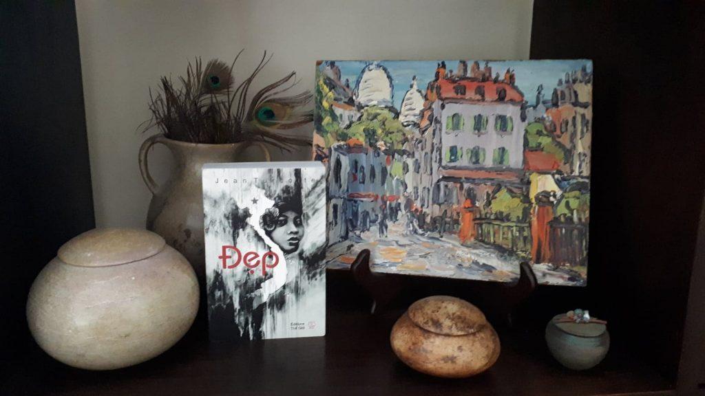 """Illustration du roman """"Đẹp"""" de Jean Turcotte au sein de l'agence de voyage sur-mesure Vactours"""